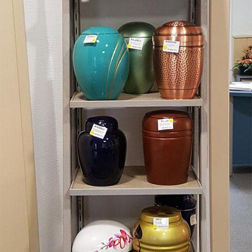 accessoires urnes aux magasin des pompes funèbres de la vallée de munster