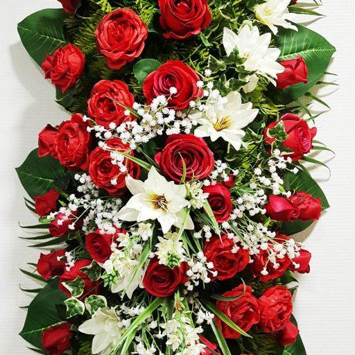 accessoires roses rouges en couronnes pour enterrement